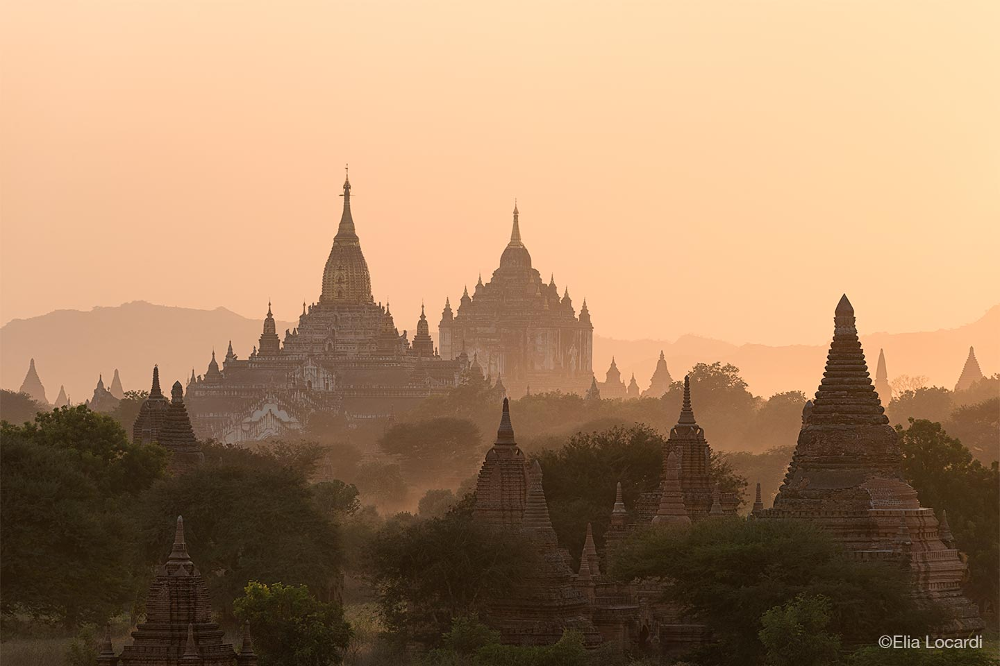 Myanmar-Burma-Photo-Tour-Elia-Locardi-Bagan-Temples